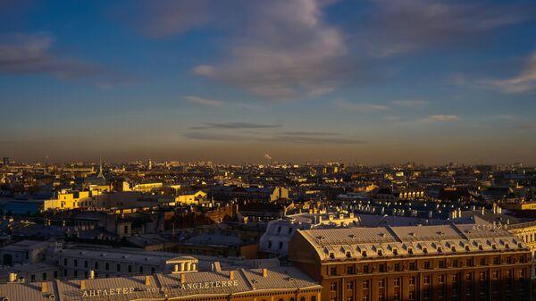 Вид на гостиницы Англетер и Астория с колоннады Исаакиевского собора в Санкт-Петербурге
