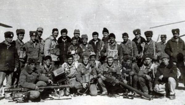 Группа советского спецназа с захваченными Стингерами