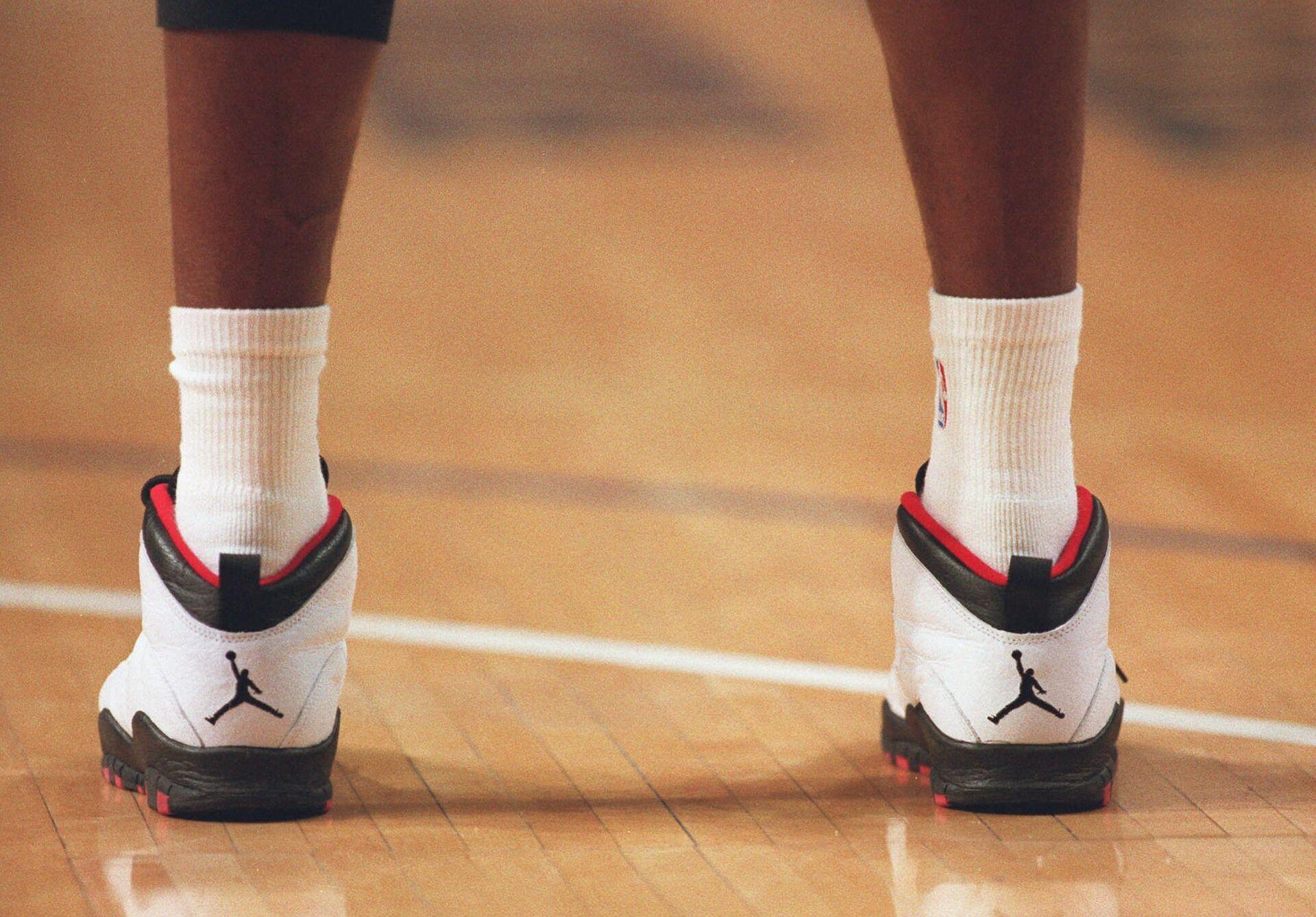 Шаг в будущее: как мы полюбили кроссовки