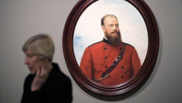 Картина Алексея Корзухина Портрет Алексадра  III во время подготовки выставки Сокровища музеев России