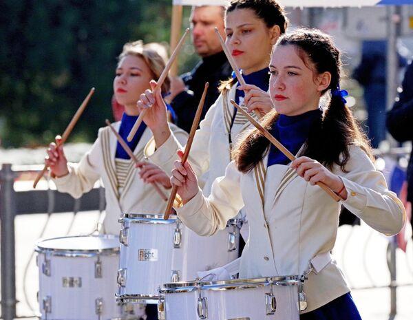 Участники праздничного шествия, посвященного Дню народного единства в Севастополе
