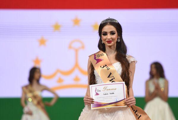 Третья вице-мисс конкурса красоты Топ-модель СНГ-2018 Сафина Гаибова (Таджикистан)