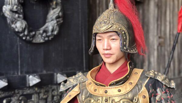 Стражник на входе дворец Циньван, Чжэцзян, Китай