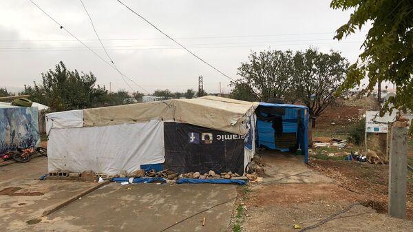 Палатка сирийских беженцев в пригороде Захле в долине Бекаа