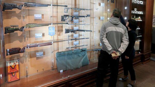 Оружейный магазин в Москве. Архивное фото