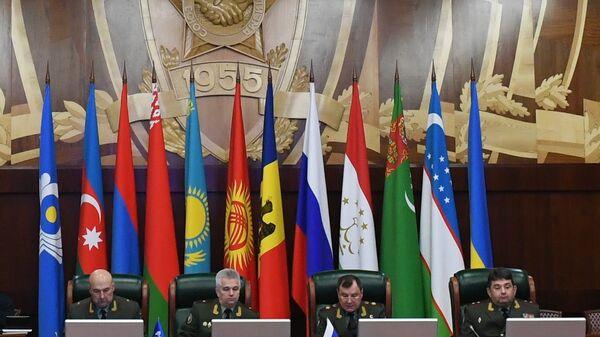 Участники заседания военно-технического комитета при совете министров обороны государств-участников СНГ в Москве. 8 ноября 2018