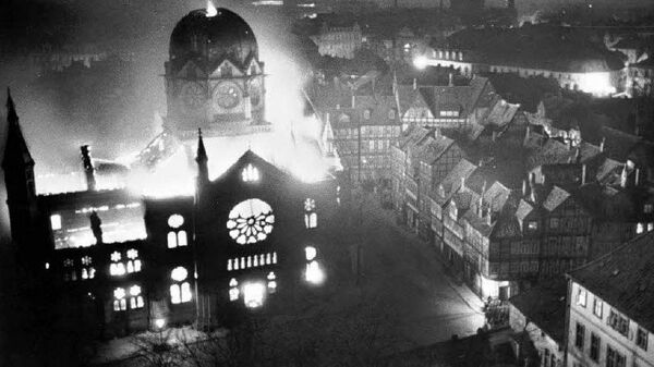 Горящая синагога в Ганновере. 9 ноября 1938