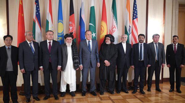 Церемония совместного фотографирования перед началом второго заседания Московского формата консультаций по Афганистану. 9 ноября 2018