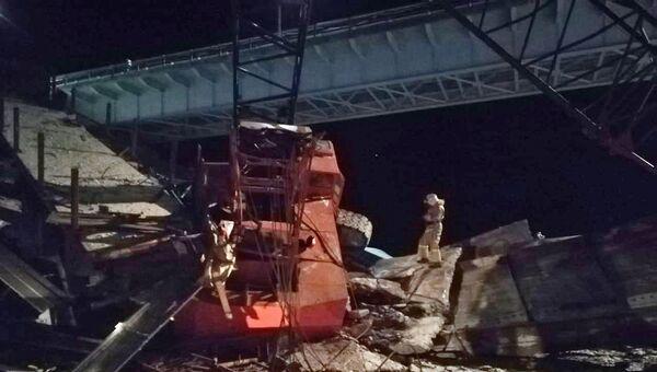 На месте обрушения моста в Нефтеюганском районе Ханты-Мансийского автономного округа. 5 ноября 2018