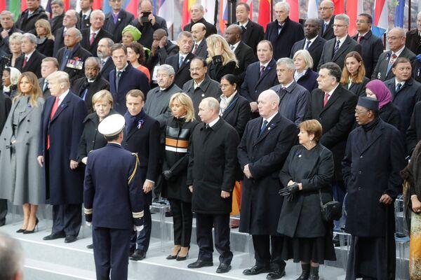 Президент РФ Владимир Путин на мемориальной церемонии у Триумфальной арки в Париже по случаю 100-летия окончания Первой мировой войны. 11 ноября 2018