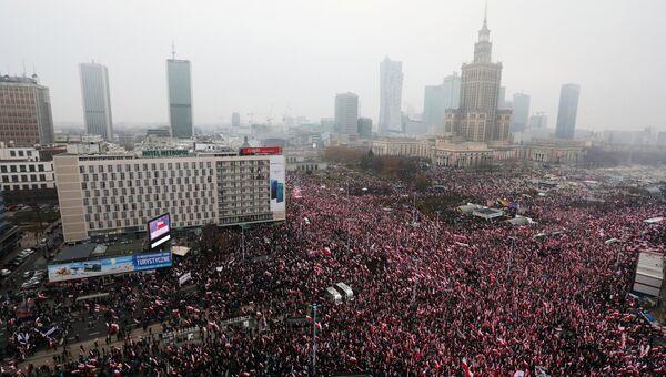 Участники марша в ознаменование 100-летия независимости Польши в Варшаве. 11 ноября 2018