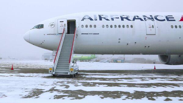 Самолет Boeing-777 авиакомпании Air France в аэропорту Иркутска. 13 ноября 2018