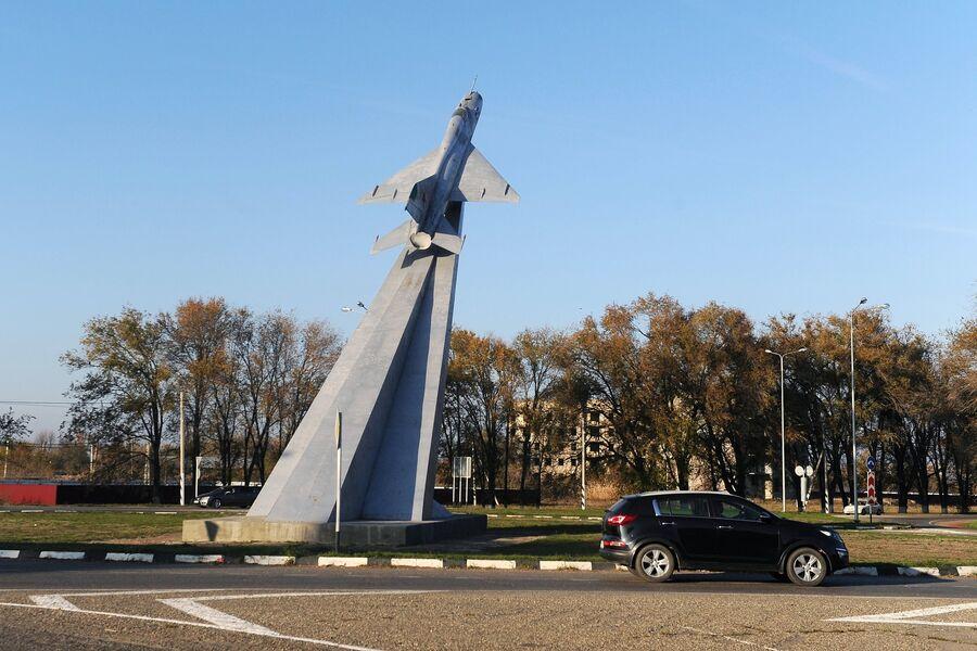 Памятник Самолет в станице Кущевская Краснодарского края