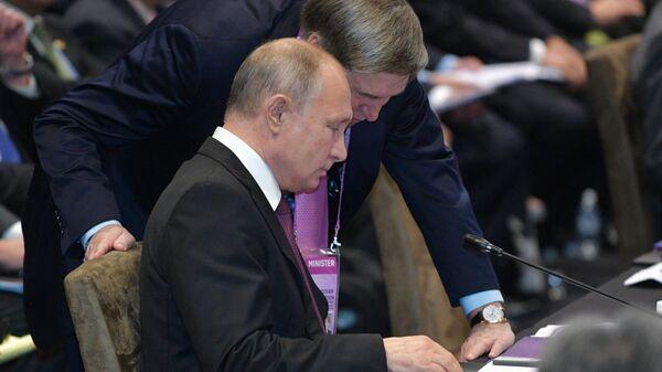 Президент России Владимир Путин  и помощник президента Юрий Ушаков