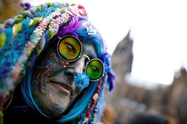 Участник карнавала в Кельне, Германия. 11 ноября 2018 года