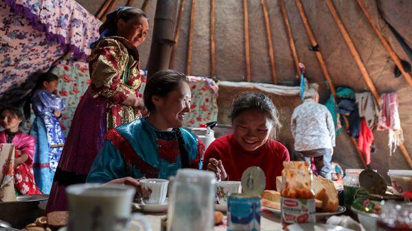Жители общины потомственных оленеводов