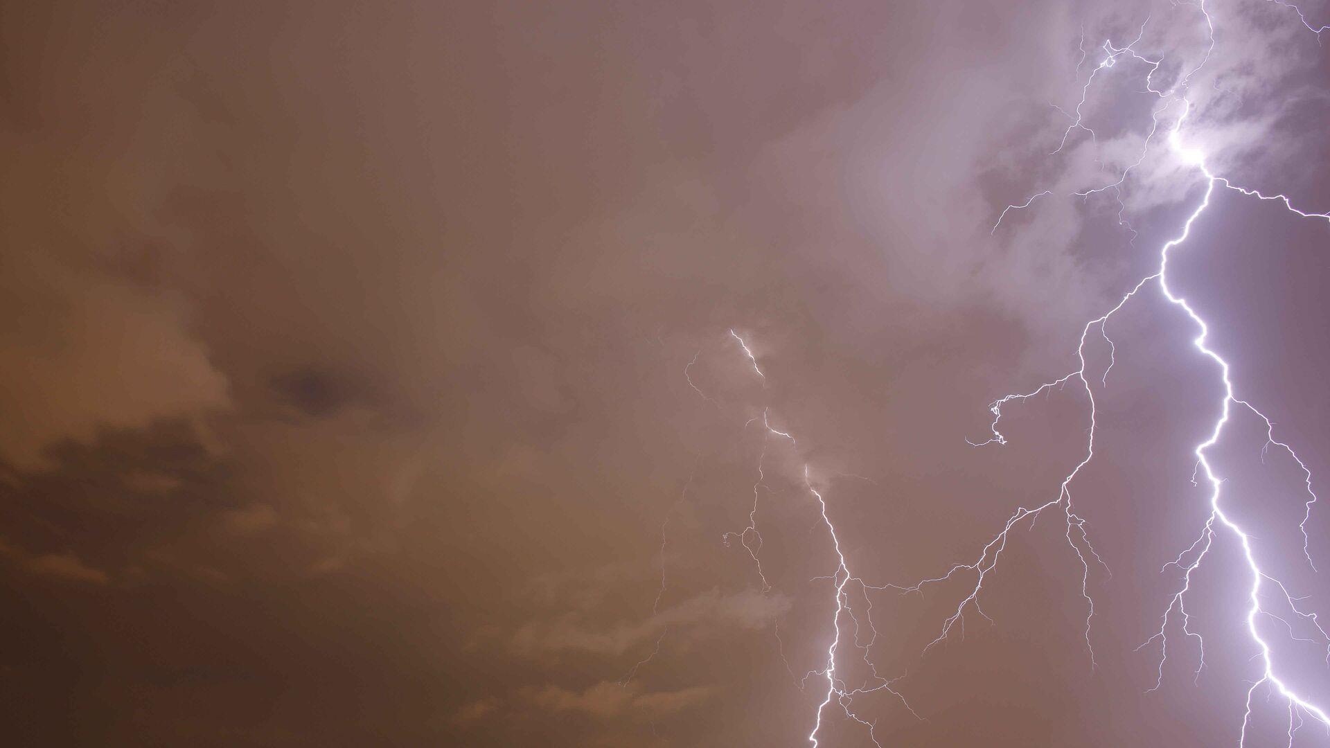 В Останкинскую башню во время грозы попали три молнии