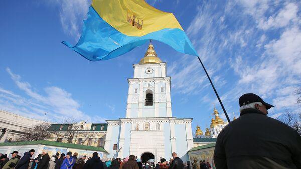 Участники народного вече на Михайловской площади в Киеве. 18 ноября 2018