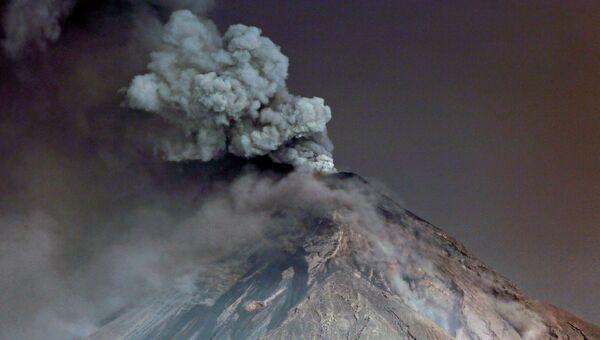 Вулкан Фуэго в Гватемале. 19 ноября 2018