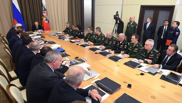 Владимир Путин проводит совещание с руководством министерства обороны РФ и представителями предприятий оборонно-промышленного комплекса. 21 ноября 2018