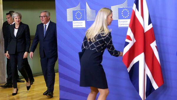 Премьер-министр Великобритании Тереза Мэй и глава Еврокомиссии Жан-Клод Юнкер в штаб-квартире ЕС в Брюсселе
