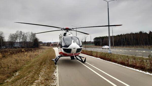 Вертолет Московского авиацентра госпитализировал ребенка после ДТП на Киевском шоссе. 24 ноября 2018