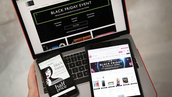 Акция Черная пятница на экранах смартфонов, планшетов и ноутбуков