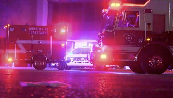 Полиция Алабамы рядом с торговым центром в Гувере, где произошла перестрелка