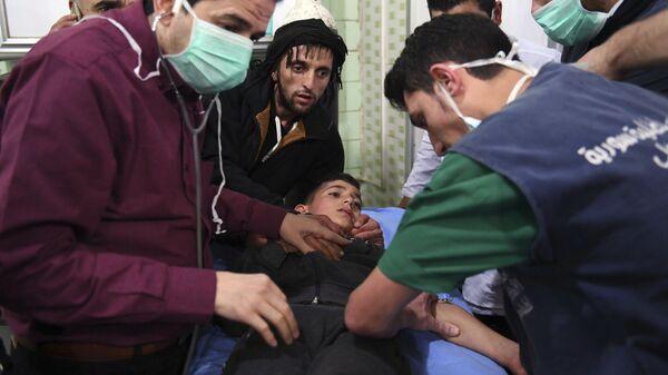 Помощь пострадавшим после обстрела Алеппо снарядами с отравляющими веществами, Сирия