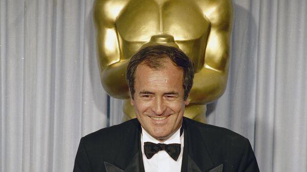 Режиссер Бернардо Бертолуччи на церемонии вручения премии Оскар за фильм Последний Император.  29 апреля 1988 года
