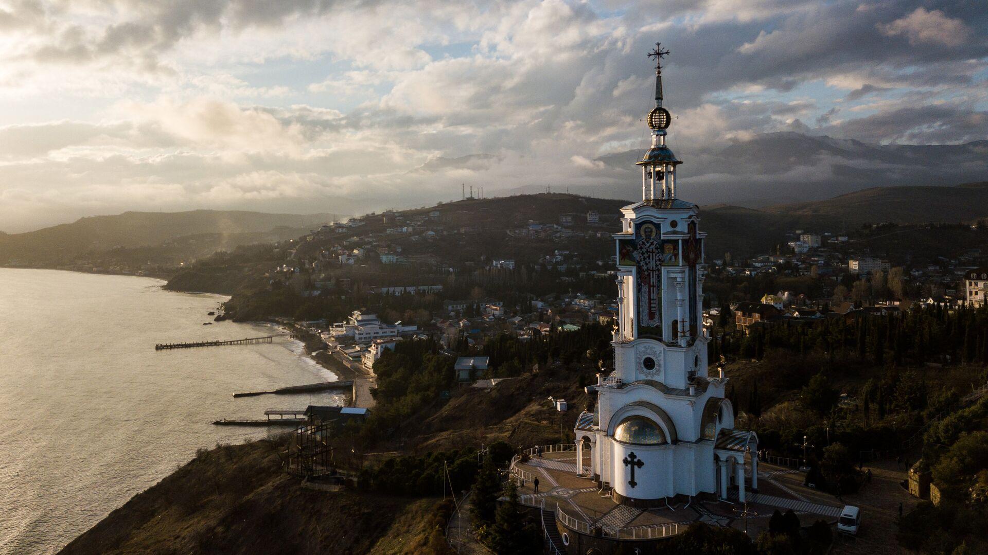 Храм-маяк в селе Малореченское, Крым - РИА Новости, 1920, 07.05.2019