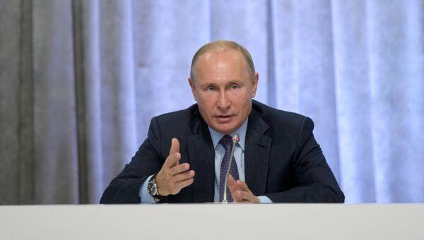 Президент РФ Владимир Путин на съезде Общероссийского народного фронта
