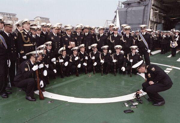 Экипаж боевого корабля российского ВМФ Неустрашимый