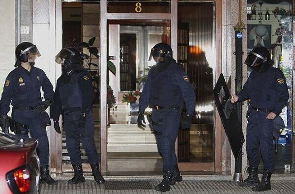 Известный испанский судья Бальтасар Гарсон (Baltasar Garzon) отдал в среду распоряжение арестовать трех человек в рамках операции Тройка