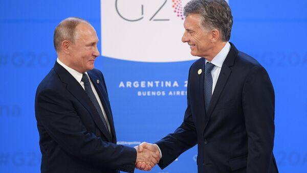 Президент РФ Владимир Путин и президент Аргентины Маурисио Макри во время церемонии встречи глав делегаций государств-участников Группы двадцати. 30 ноября 2018