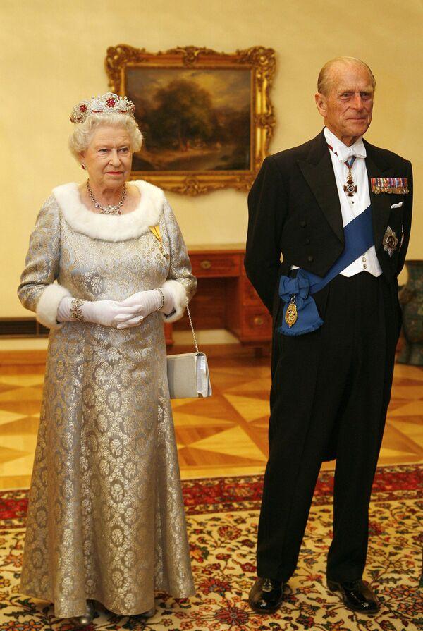 Королева Великобритании Елизавета Вторая и со своим супругом герцогом  Эдинбургским Филиппом в Словении