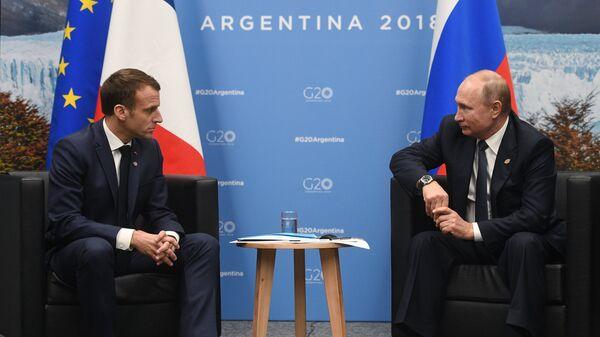Президент РФ Владимир Путин и президент Франции Эммануэль Макрон во время встречи на полях саммита Группы двадцати в Буэнос-Айресе.