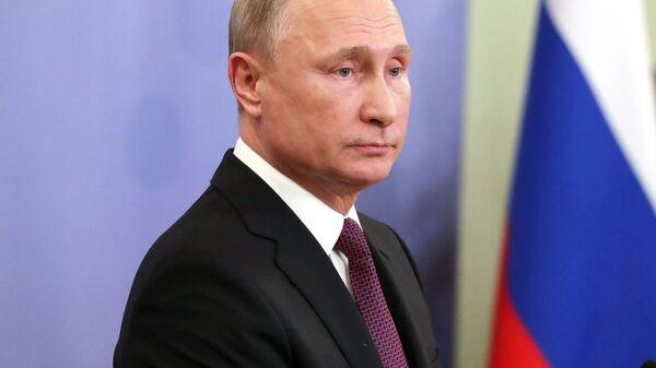 Президент РФ Владимир Путин на пресс-конференции по результатам участия в саммите G20. 1 декабря 2018