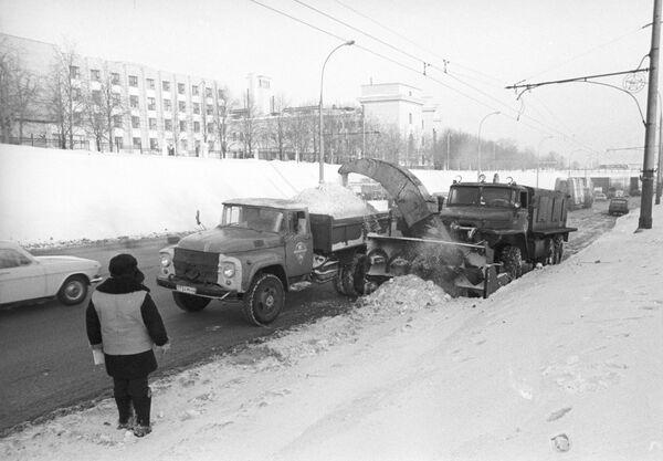 Комплексная уборка снега на улицах города
