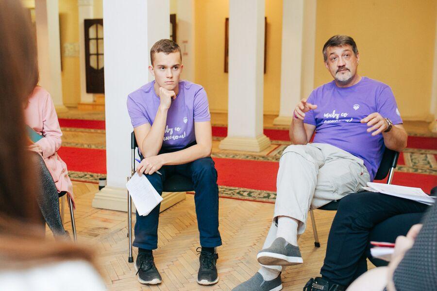 Илья Осипов (слева)