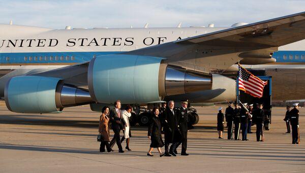 Президентский самолет, доставивший гроб с телом 41-го президента США Джорджа Буша-старшего в Вашингтон. 3 декабря 2018
