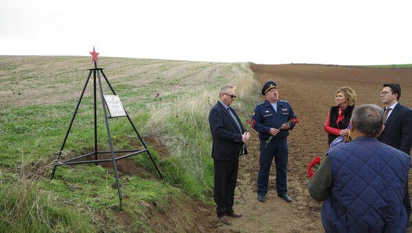 В День неизвестного солдата установлен памятник неизвестному советскому летчику в Эскалонилье, Испания