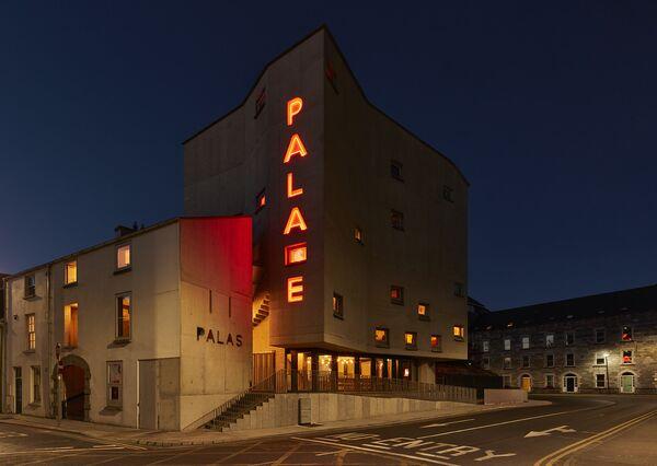 Проект кинотеатра Pálás в Ирландии, победивший в категории Use of Colour на Всемирном фестивале архитектуры