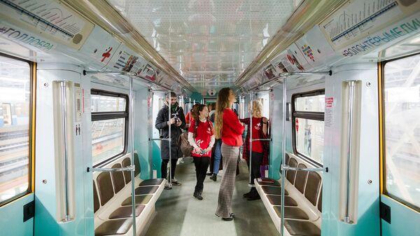 В столичном метро запустили тематический волонтёрский состав