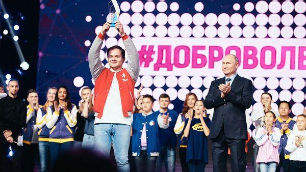 Лучшим добровольцем по итогам года признан волонтер-медик Антон Коротченко