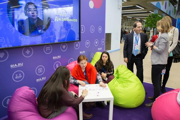 Корреспонденты МИА Россия сегодня объясняли волонтерам, как лучшего всего рассказать их истории