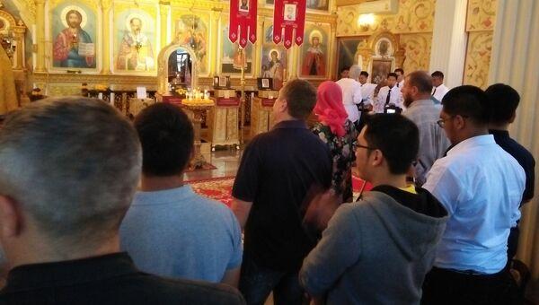 Российские и тайские православные на службе в православном храме св. Николая в Бангкоке. Архивное фото