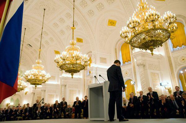Президент России Дмитрий Медведев во время обращения с посланием к Федеральному собранию в Георгиевском зале Кремля