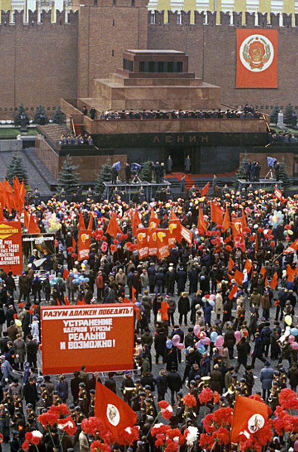 Демонстрация на Красной площади 7 ноября 1986 г