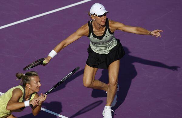 Квета Пешке (Чехия, слева) и Рене Стаббс (Австралия) на турнире в Дохе